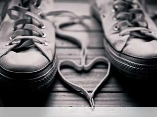 Heart made of shoelaces mobile wallpaper for